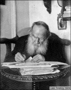 Tolstoj alla scrivania