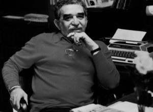 G. G. Marquez alla scrivania